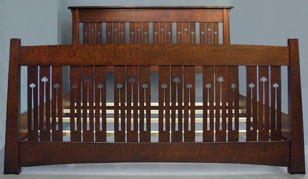 Mackintosh Keyhole Bed